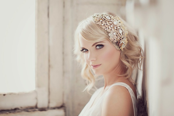 25 Pretty Ways to Wear Your Bridal Headband!
