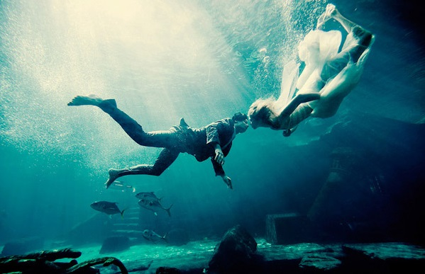 Beautiful Underwater Engagement Photos